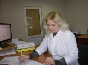 Заступник завідувача відділу аналітики пестицидів, агрохімікатів Червінська І.С. під час записів розрахунків вимірювань у журналі паралельних досліджень